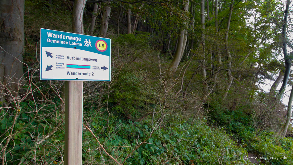 Wanderweg in der Nähe des Findlings Blandow