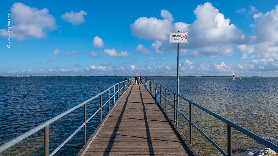 Auf der 170 Meter langen Dransker Seebrücke
