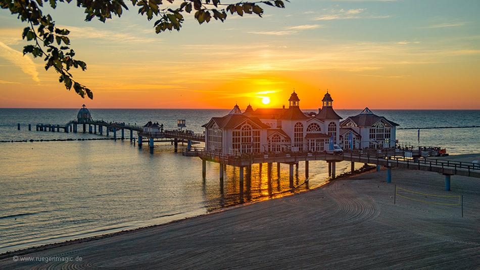 Sonnenaufgang an der Seebrücke Sellin