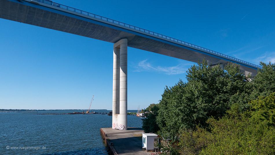 Blick unter die Rügenbrücke