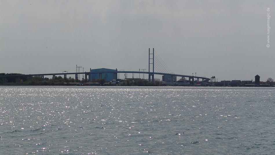 Rügenbrücke von Altefähr aus gesehen