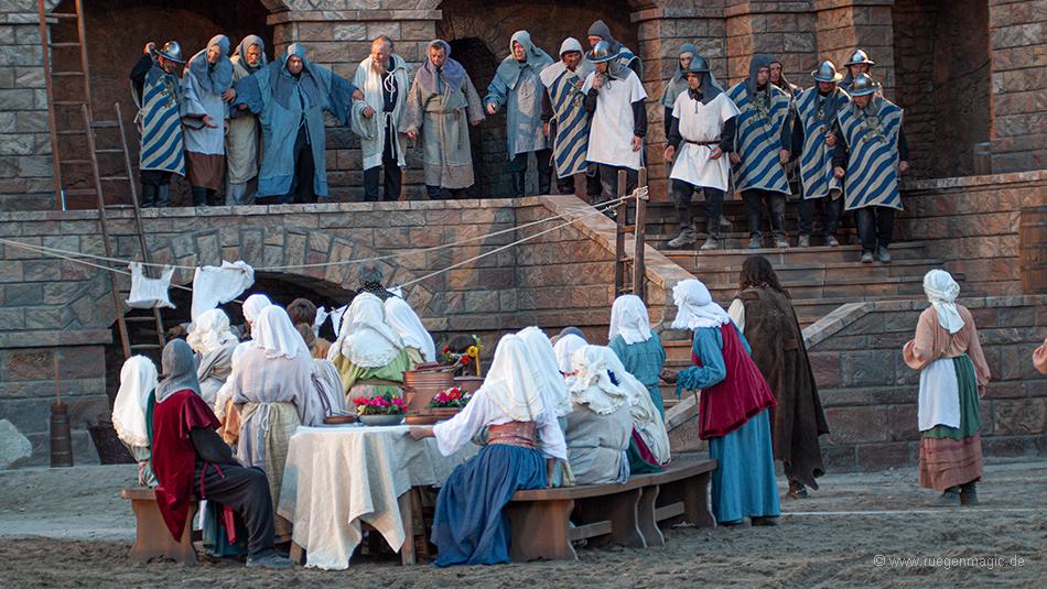 Gruppenszene bei den Störtebeker Festspielen