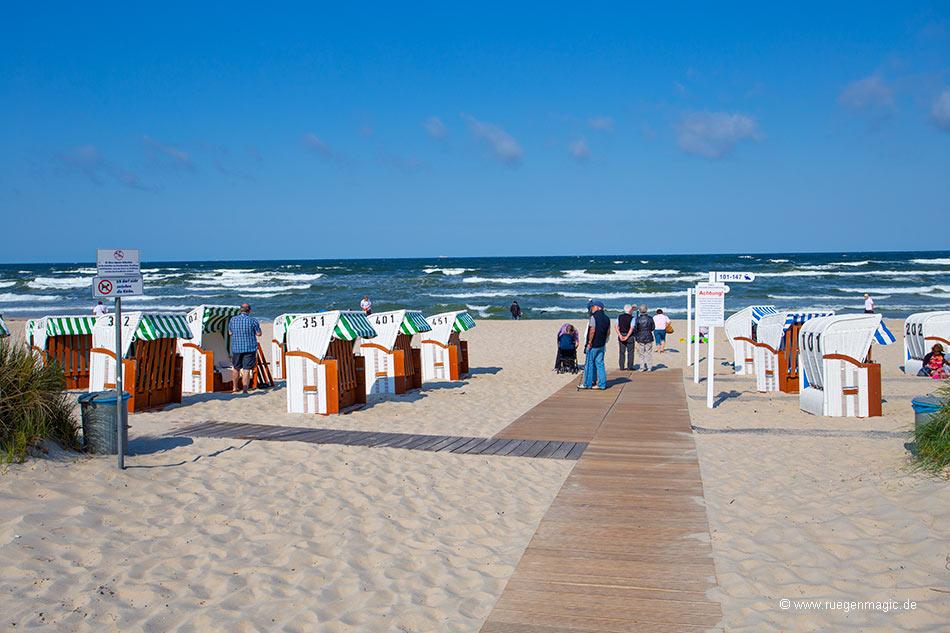 Strandkörbe am feinsandigen Strand