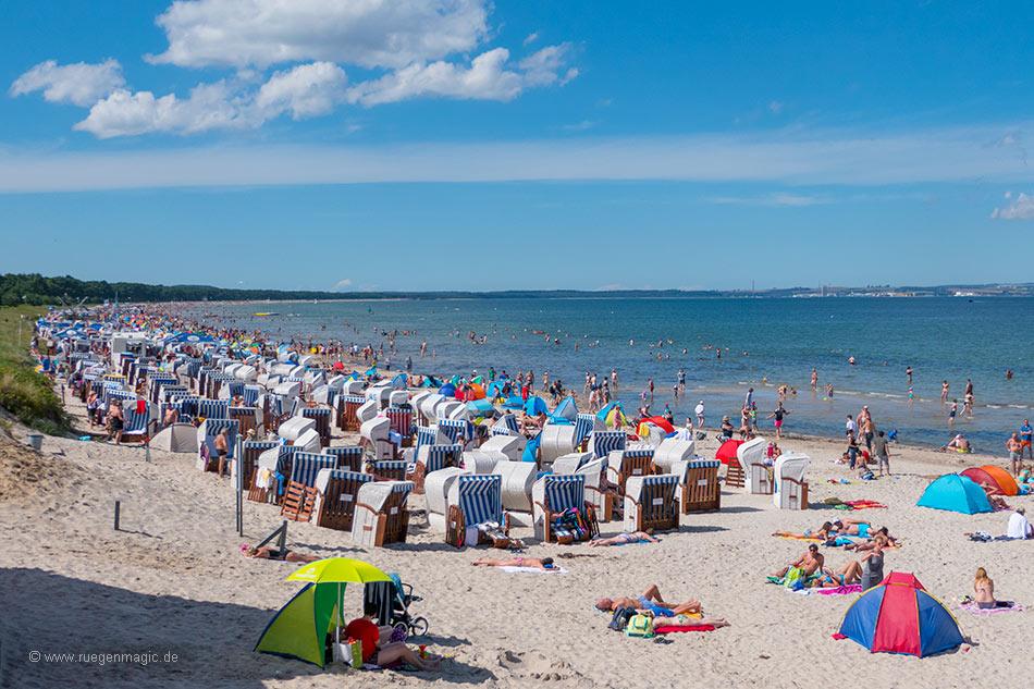 Der gut besuchte Binzer Strand