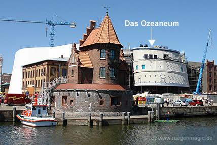 Blick auf das Ozeaneum in Stralsund