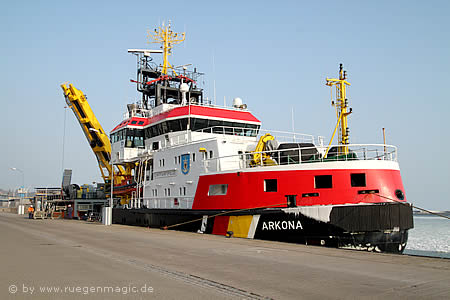 Der Eisbrecher Arkona im Hafen Sassnitz