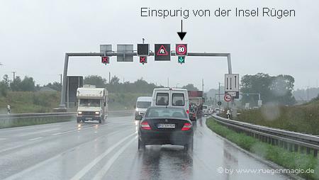 Nur eine Fahrspur für den Abreiseverkehr von Rügen