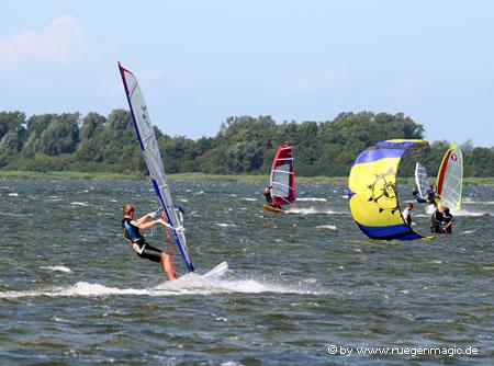 Surfen bei optimalen Bedingungen auf Rügen