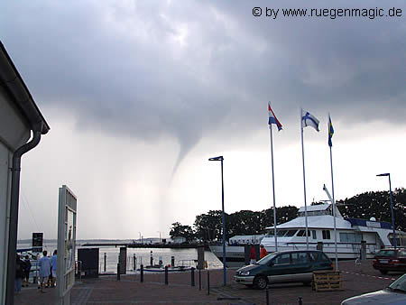 Windhose in Nähe der Küste Rügens