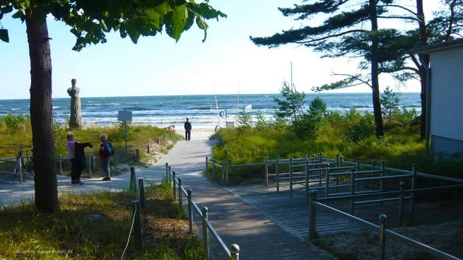 Strandzugang am windigen Ostseestrand von Binz