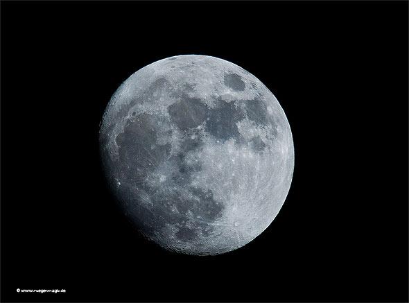 Der Mond von Rügen aus gesehen