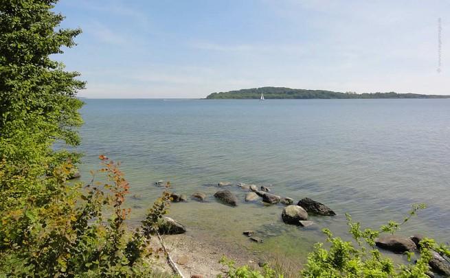Blick aus dem Uferwald Goor zur Insel Vilm