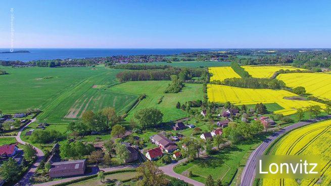 Luftaufnahme von Lonvitz auf der Insel Rügen mit einer Drohne/Quadrocopter