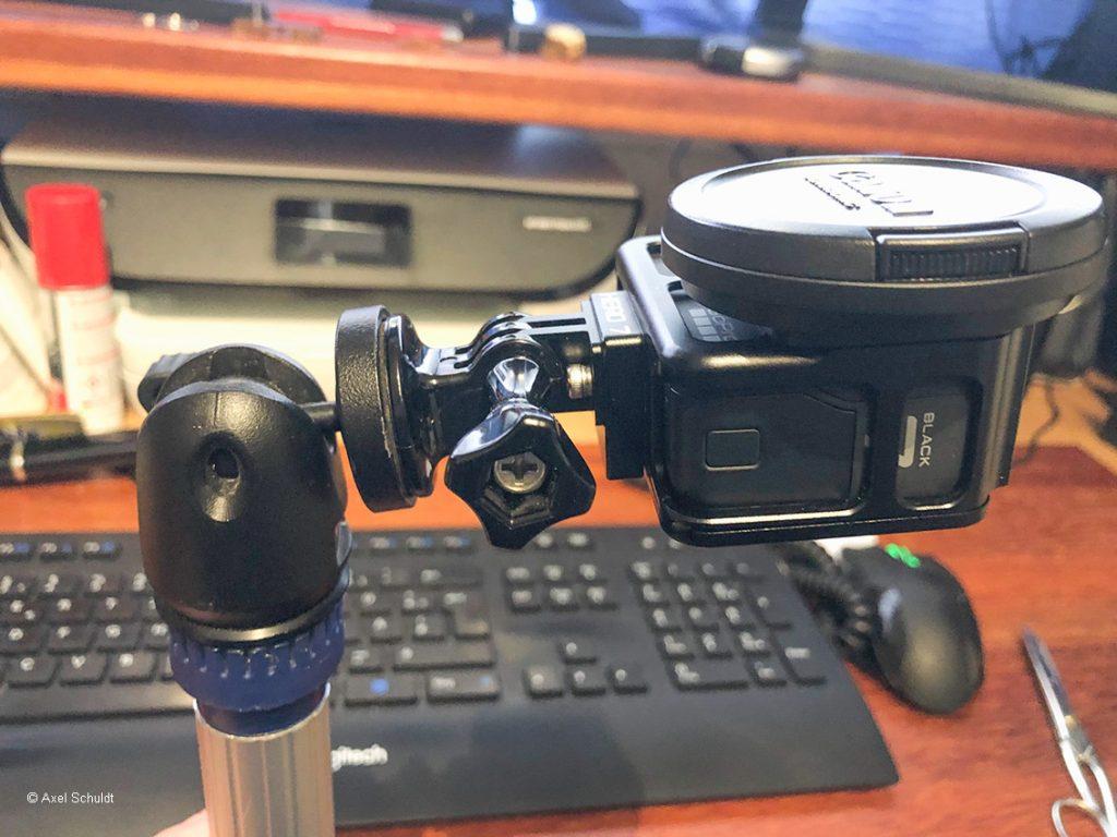 Die Foto-Teleskopstange mit Kugelkopf und Actioncam