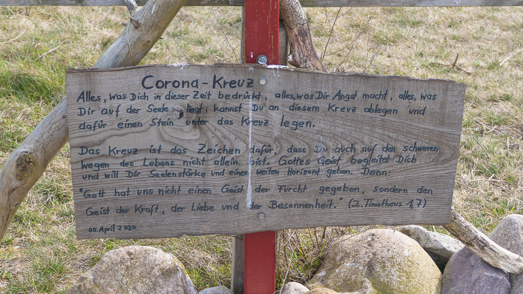 Tafel am Corona-Kreuz auf dem Bakenberg