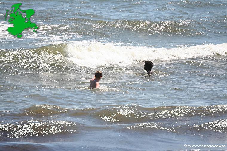 Baden im Meer bei Gager auf Rügen