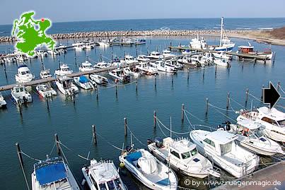 Der Hafen von Glowe ist Liegeplatz vieler Segel- und  Angelboote.