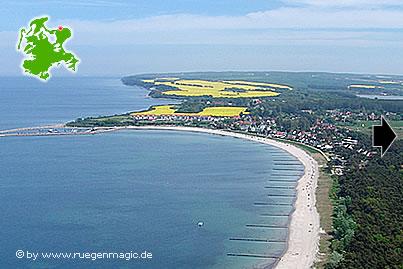 Luftaufnahme vom Ostseebadeort Glowe auf der Insel Rügen.