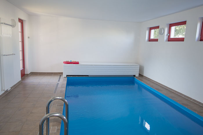der beheizte Indoor-Swimmingpool