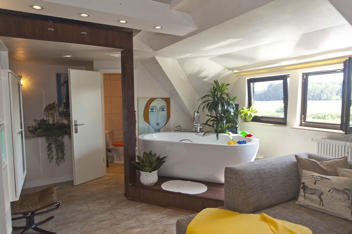 85m²-Reetdach-Ferienhaus für 4 Personen in Moordorf - mit ...