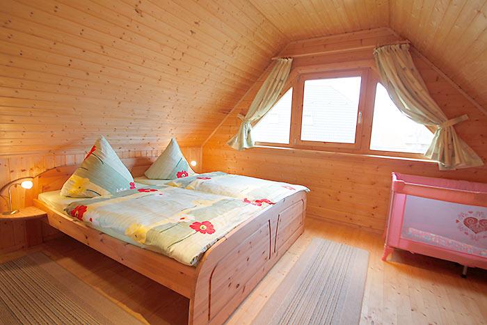 80m²-Blockbohlen-Ferienhaus für max. 5 Personen in Wiek auf der ...